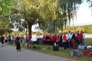 Gebärdenchor beeindruckt Zuhörer am Rothsee